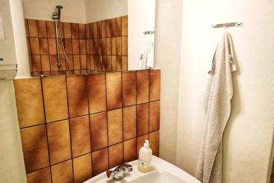Hotel Lolland, sovesal, bruser og badeværelse